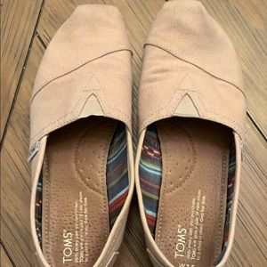 Toms Classic size 7.5 tan